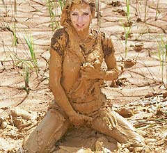 mp0008_hot_muddy_armygirl_screenshot_002_gallery